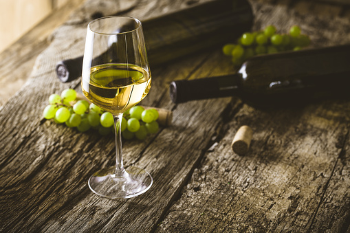 A guide to identify the different types of white wine